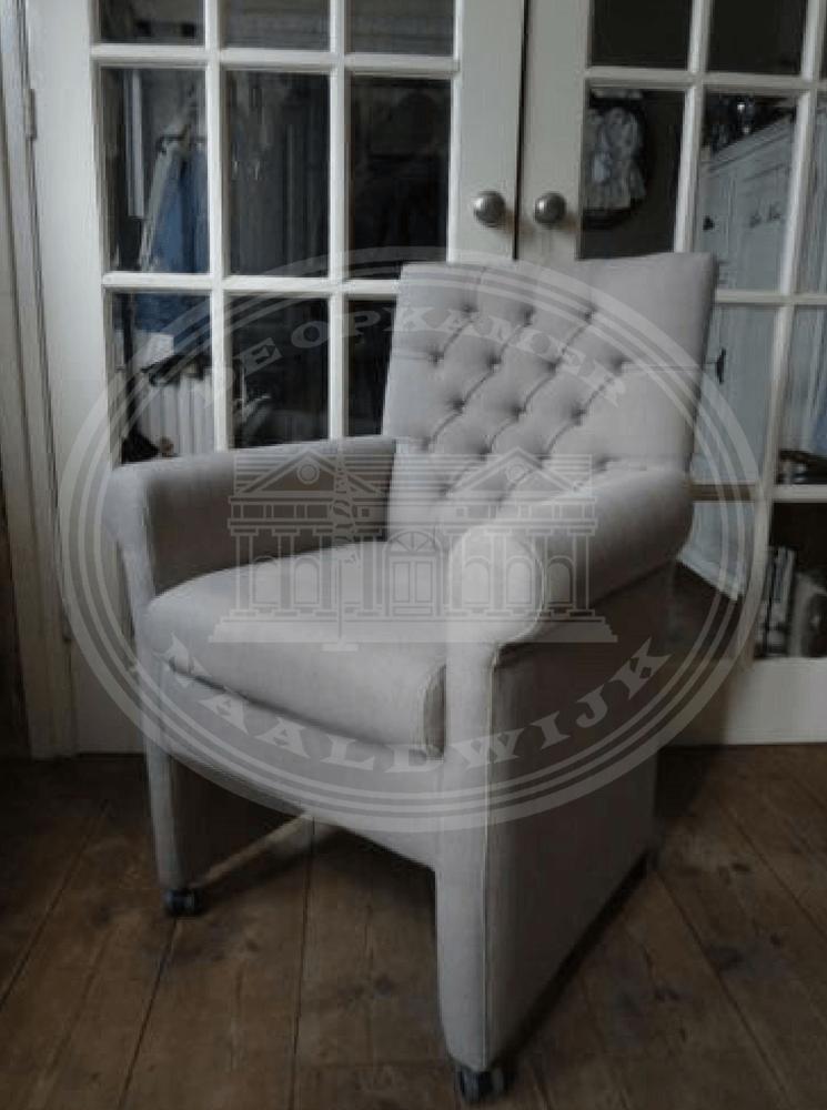 Landelijke meubels atelier de brocante opkamer b v for Witte eetkamerstoelen op wieltjes
